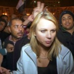Lara Logan pictured moments before 200 Egyptian protesters attacked her